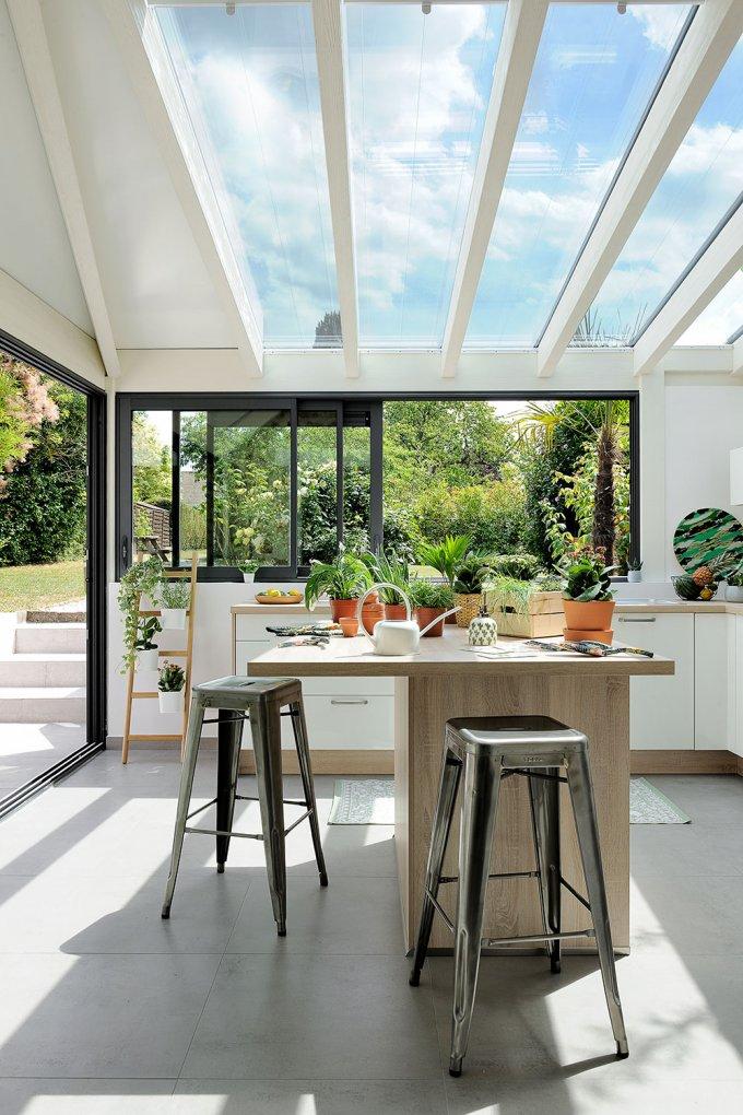 Фото №11 - Стеклянная перегородка на кухне: 8 оригинальных идей