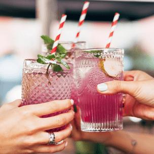 Фото №2 - Гадание на коктейлях: какого парня ты встретишь этим летом? 🍹