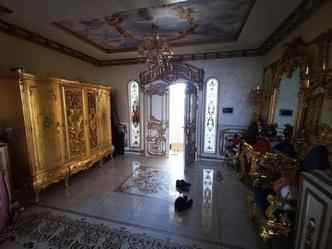 Фото №2 - Архитектор рассказал, сколько стоят золотая мебель и сантехника из дома экс-главы ГИБДД Ставрополья