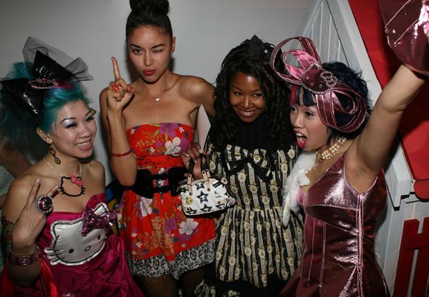 Фото №1 - Самые стильные наряды на вечеринках!