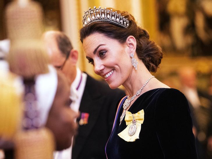 Фото №12 - Диадемы для герцогини: все знаковые выходы Кейт в тиарах