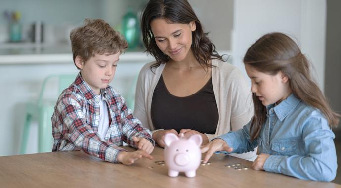 Как объяснить детям, что с деньгами сейчас туго