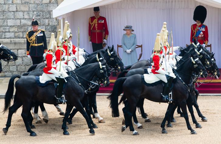 Фото №4 - Trooping The Colour 2021: как Королева отпраздновала свой официальный день рождения