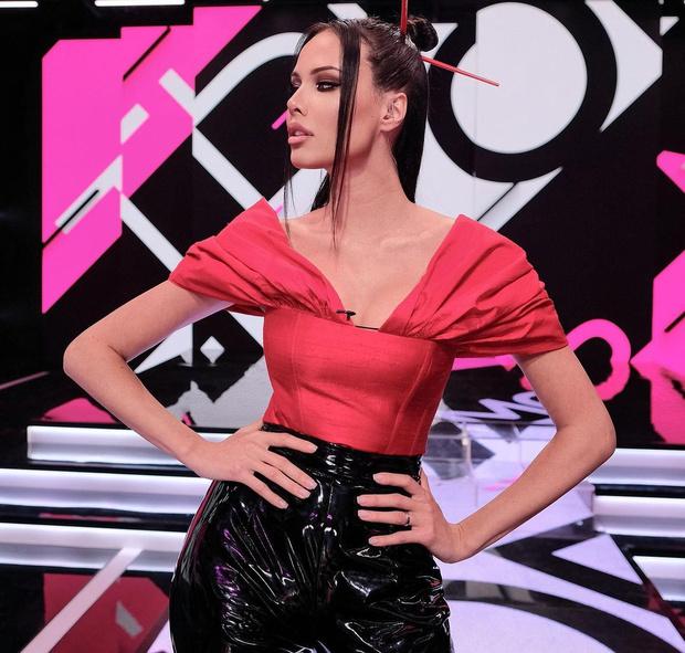 Фото №3 - Natural beauty: Анастасия Решетова появилась на телевидении без мейкапа