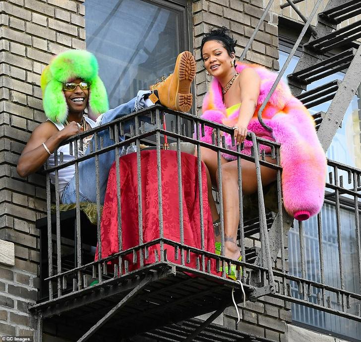 Фото №1 - Если вы не знаете, как удивить своего партнера, устройте ему свидание на балконе, как это сделал ASAP Rocky для Рианны