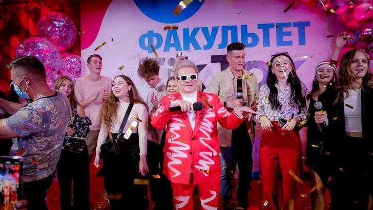 Фото №1 - Лучшие шутки про факультет TikTok, который открылся в Киевском университете культуры