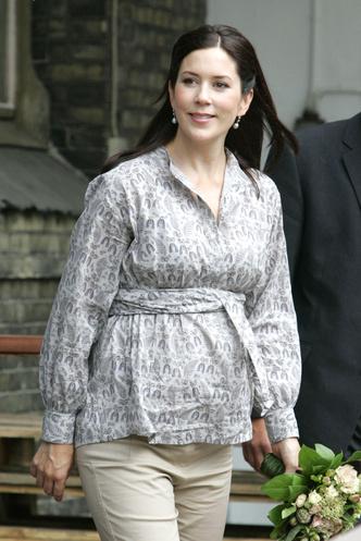 Фото №56 - Стильное положение: как одеваются беременные королевы, принцессы и герцогини