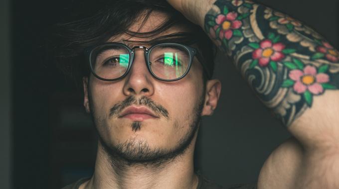 Почему меня возбуждают очкарики?