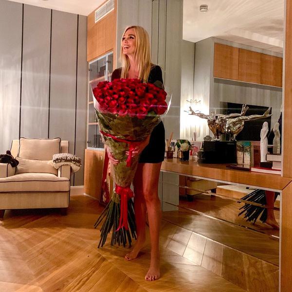 Фото №2 - Какие цветы дарят звездам: Решетова похвасталась шикарным букетом