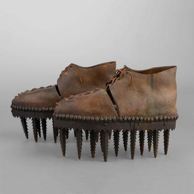 Фото №2 - Угадай, для чего нужны эти страшные ботинки