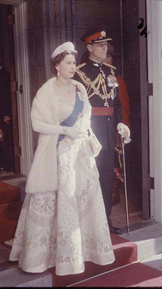 Фото №6 - Не просто украшения: самые красивые драгоценности, которые принц Филипп дарил Королеве