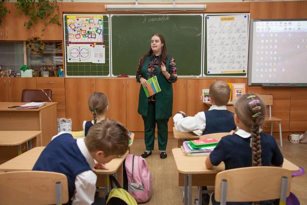 Фото №1 - Врачи, ученые, чиновники: россияне назвали профессии с незаслуженно низкой зарплатой