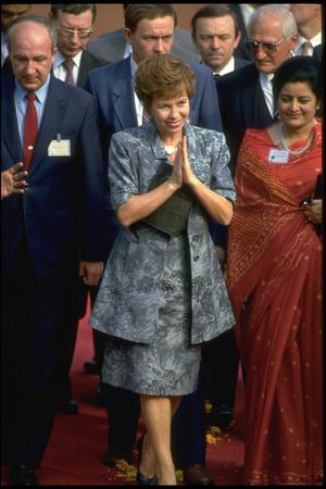 Фото №14 - Советский стиль: как одевались первые леди СССР