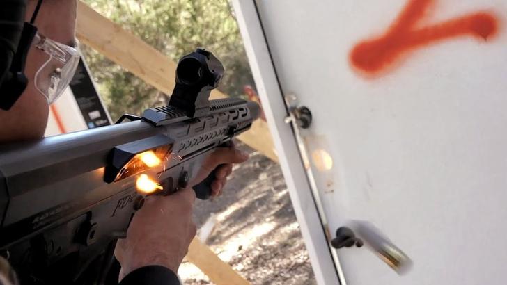 Фото №1 - Из чего можно прострелить дверной замок— из пистолета, винтовки или дробовика? Эксперимент от полицейского (видео)