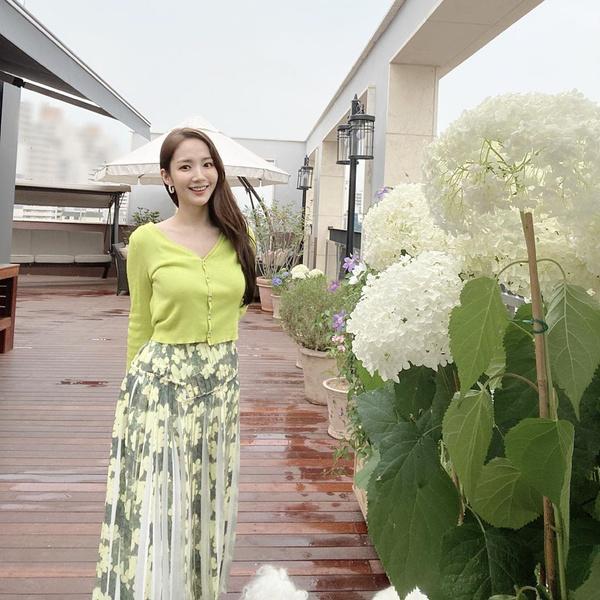 Фото №9 - 10 самых стильных образов этой весны от Пак Мин Ëн