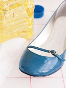 Чем чистить обувь