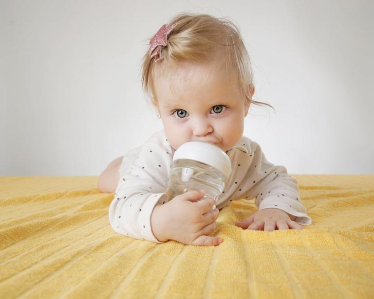 чем поить ребенка в жару