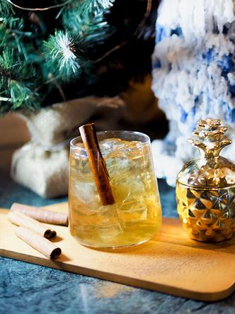 Фото №5 - 4 оригинальных новогодних коктейля, каждый из которых достоин стать звездой вечеринки