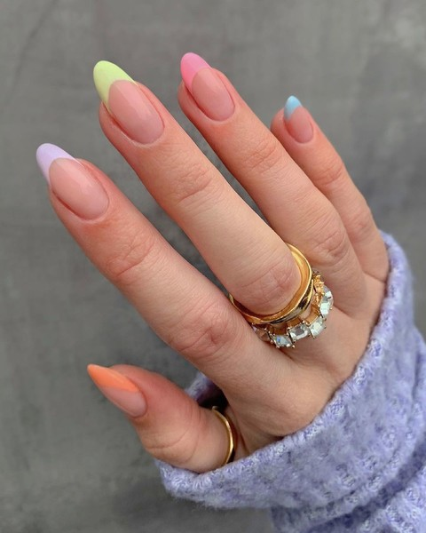 Фото №3 - Skittle nails: 12 идей конфетного маникюра