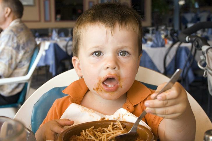 Фото №2 - Обед без бед: самые частые детские травмы за столом