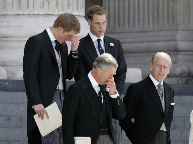 Фото №3 - Почему Королева решила «разделить» Уильяма и Гарри на похоронах принца Филиппа