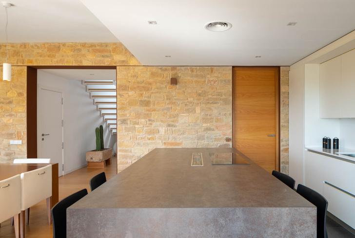 Фото №3 - Экологичный дом с солнечными батареями и камином в Таррагоне