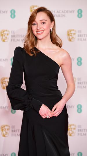Фото №4 - BAFTA 2021: самые стильные звезды на красной дорожке церемонии