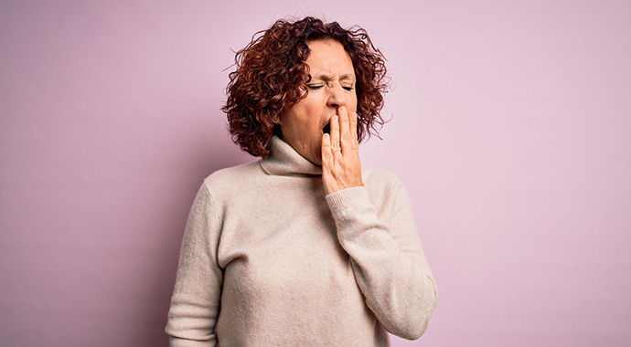 Чем опасна бессонница во время менопаузы и как ее победить