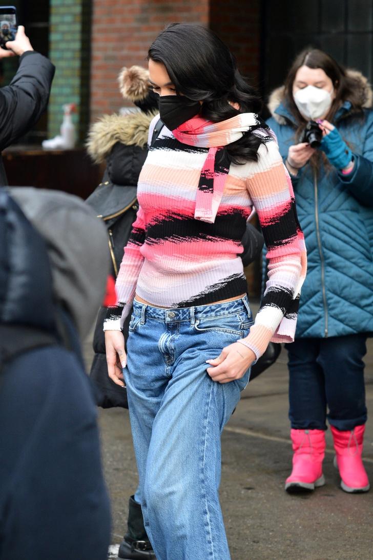 Фото №2 - Главная тенденция 2021: джинсы багги, которые носит Дуа Липа