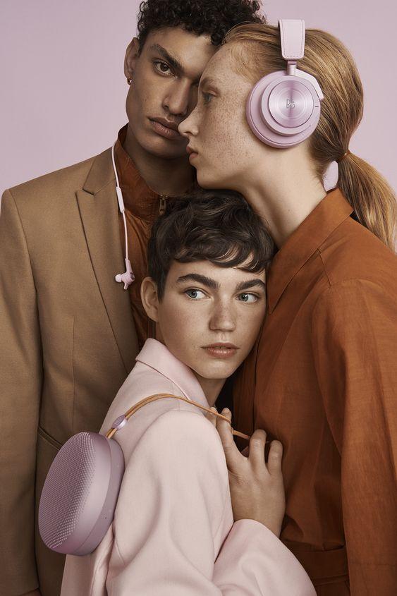 Фото №1 - 5 аудиокниг о моде, которые можно слушать, не отвлекаясь от других дел