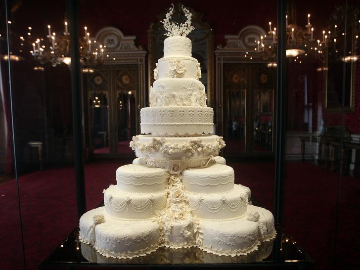 Фото №2 - Особенная сладость: самые красивые торты на королевских крестинах