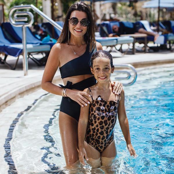 Фото №2 - Звезды, которые провели майские в купальниках