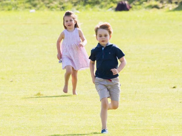 Фото №3 - Когда Джордж, Шарлотта и Луи приступят к выполнению королевских обязанностей