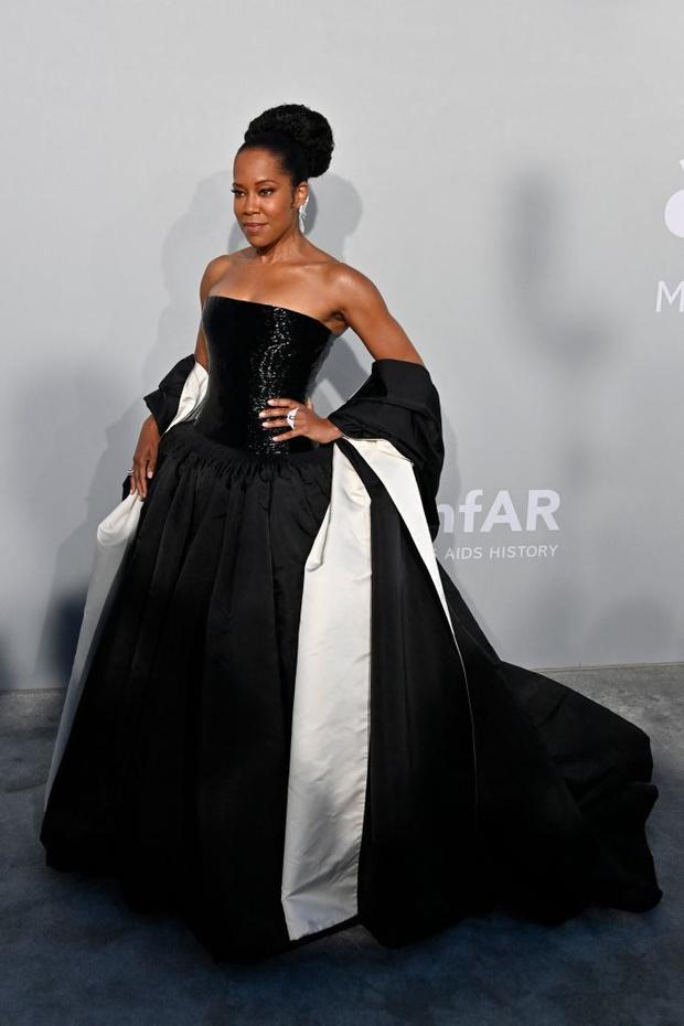 Фото №3 - Total black: 13 самых роскошных черных платьев на amfAR 2021