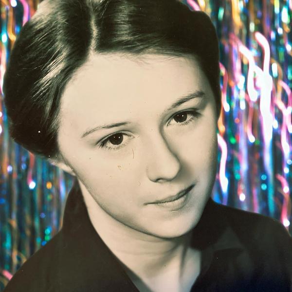 Фото №2 - Алена Апина показала, как выглядела 40 лет назад