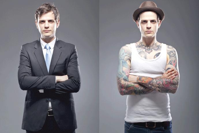 Мужчина с татуировками