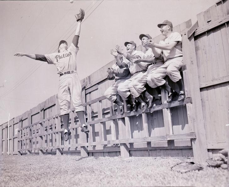 Фото №2 - Невероятная история о том, как мяч дважды за матч попал в одну болельщицу