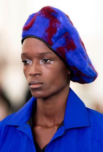 Фото №6 - Шапки, косынки и береты: самые модные головные уборы сезона