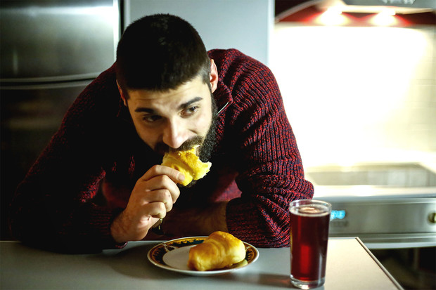 Фото №4 - «Еда для депрессии»: 5 продуктов, которые погрузят тебя в пучину отчаяния
