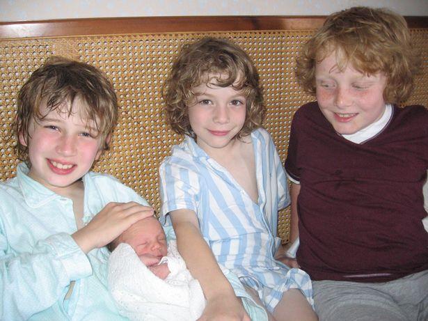 Фото №3 - Четыре сына с аутизмом: британка откровенно рассказала историю своей необычной семьи