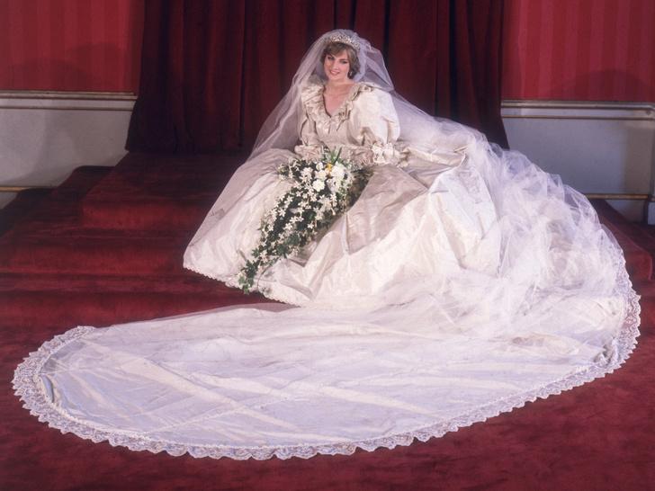 Фото №1 - Дешевая копия: поклонники королевской семьи разочарованы платьем племянницы Дианы