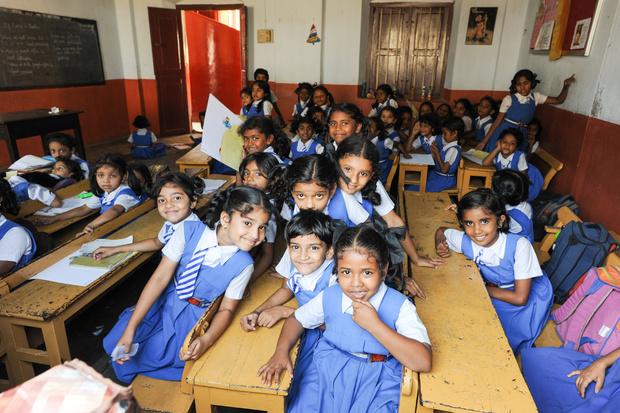 Фото №11 - От шорт до халата: как выглядит школьная форма в разных странах