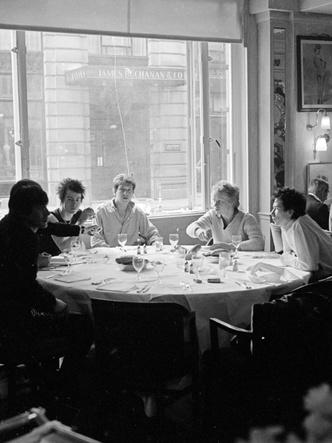 Фото №4 - От ресторана до ночного клуба: где и как развлекаются Виндзоры, когда их никто не видит