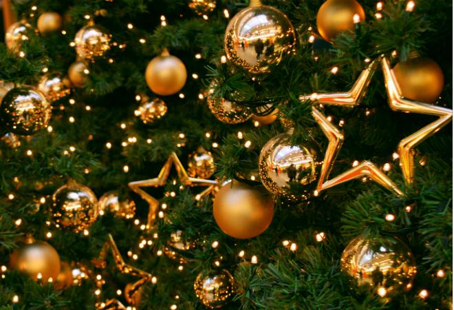 В Петровске установили новогоднюю ёлку высотой с 5-этажный дом