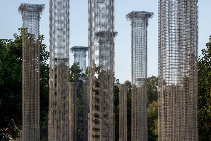 Фото №1 - Призрачные колонны в инсталляции Эдоардо Тресольди
