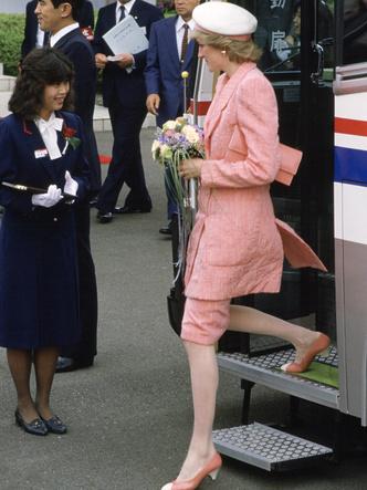 Фото №31 - От персикового до фуксии: как принцесса Диана носила розовый цвет (и почему он ей так шел)
