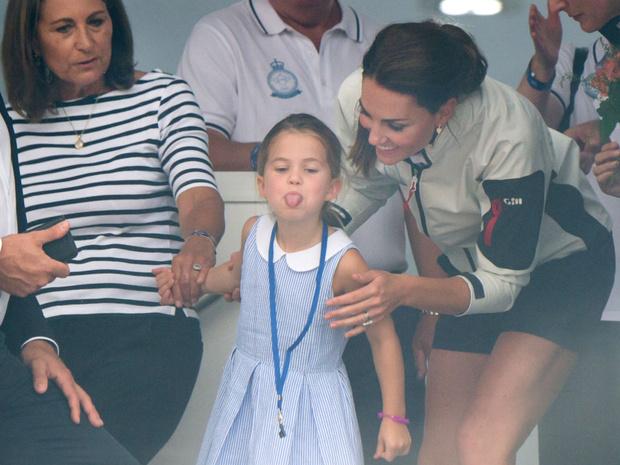 Фото №4 - Королевские разногласия: почему Чарльзу и Камилле не нравится, как Кейт воспитывает детей