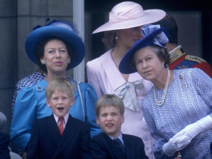 Фото №3 - Особое отношение: почему Королева всегда позволяла Гарри больше, чем Уильяму