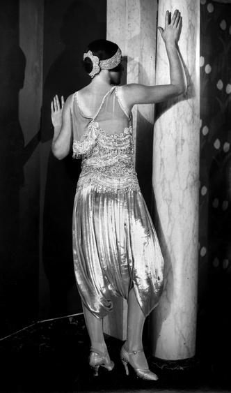 Фото №15 - Король стиля: как Поль Пуаре придумал «хромые юбки», освободил женщин от корсетов и заново изобрел моду