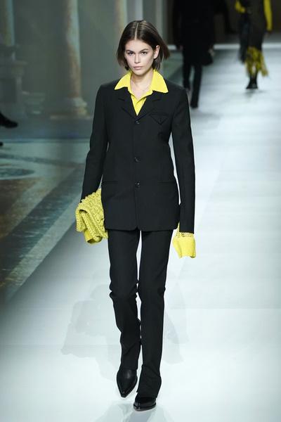 Фото №1 - Как и с чем носить желтый: подсмотрено у звезд